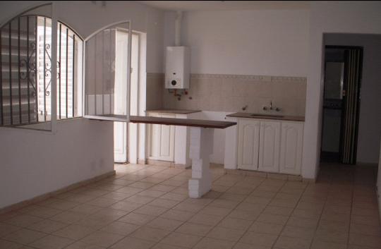 RES. VELEZ SARSFIELD – Casa de 3 dormitorios en alquiler en Brandan 826 frente a Plaza