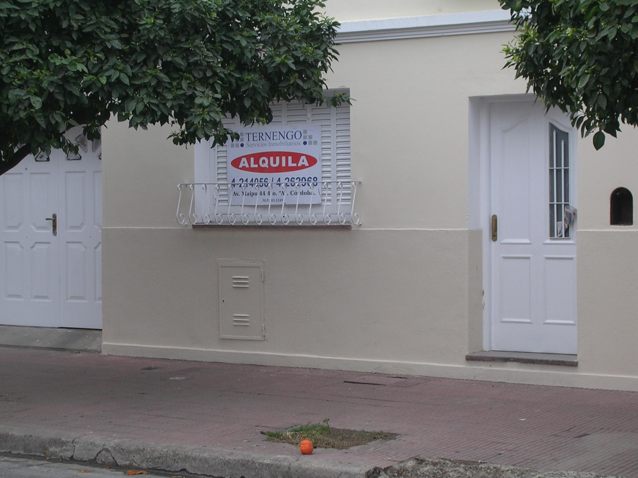 ALTO ALBERDI – Casa en PH de 2 dormitorios con patio en Dean Funes 2630